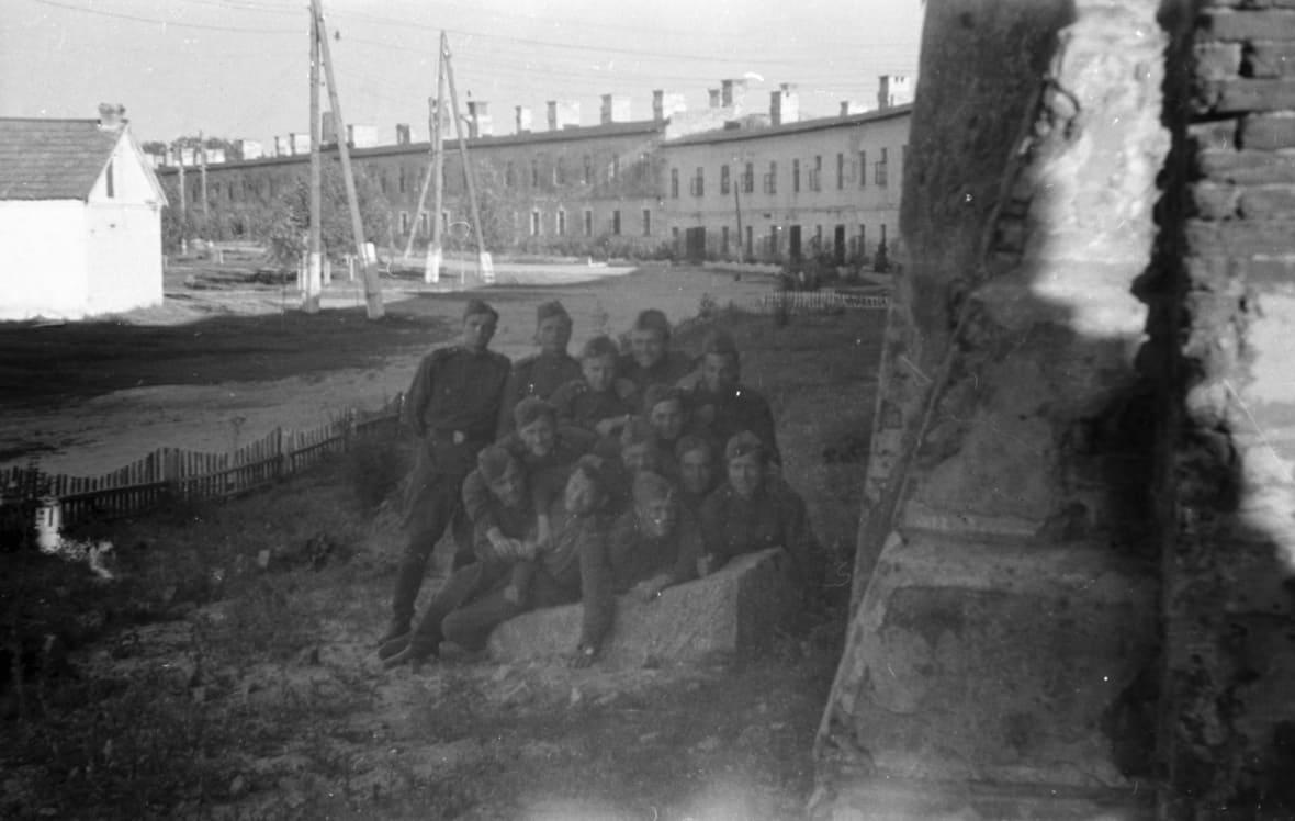 Послевоенная крепость была заполнена военными