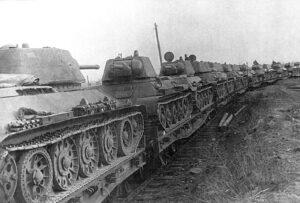 Танки Т-34 стояли брошенные на платформах