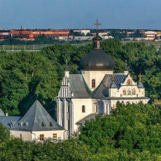 Свято-Никольский монастырь летом