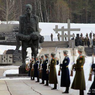 Военные в Хатыни