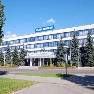 Здание завода БелАЗ, фасад