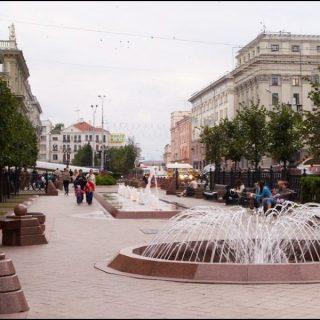 Фонтаны на улице в Минске