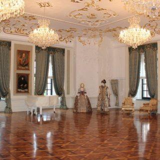 Холл Мирского замка