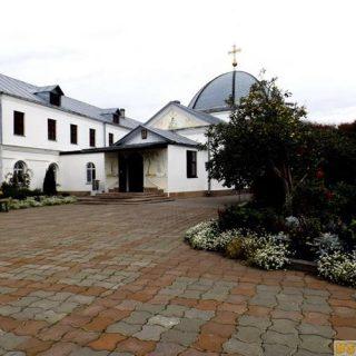Свято-никольский женский монастырь летом