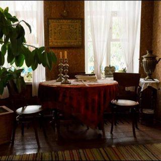 Обеенный стол